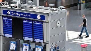 مطار دوسلدورف ، ألمانيا ، في 3 يونيو 2020