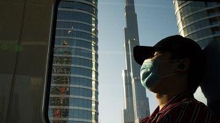 أكثر من 1300 إصابة بفيروس كورونا في الإمارات