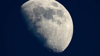 NASA, 1 Dolar'a Ay tozu almak için özel şirketlerle anlaştı