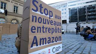 """Poster saying """"Stop aux nouveau entrepôts Amazon"""" (stop new Amazon warehouses), boxes and banners outside the Finance Ministry"""