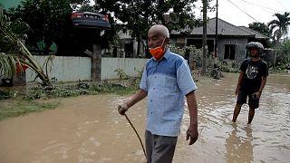 شاهد: فيضانات عنيفة في سومطرة الإندونيسية تودي بحياة 5 أشخاص على الأقل