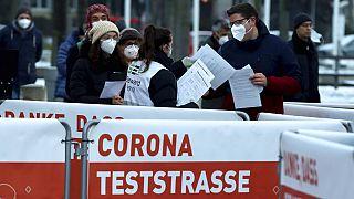 Anstehen vor dem Test in Wien