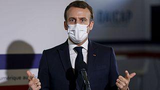 Fransa Cumhurbaşkanı Emmanuel Macron, ülkesinde özgürlüklerin kısıtlandığı eleştirilerini reddetti.