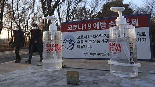 Güney Kore, artan yeni vaka sayıları üzerine Covid-19 pandemisinde 3.dalga uyarısı yaptı.