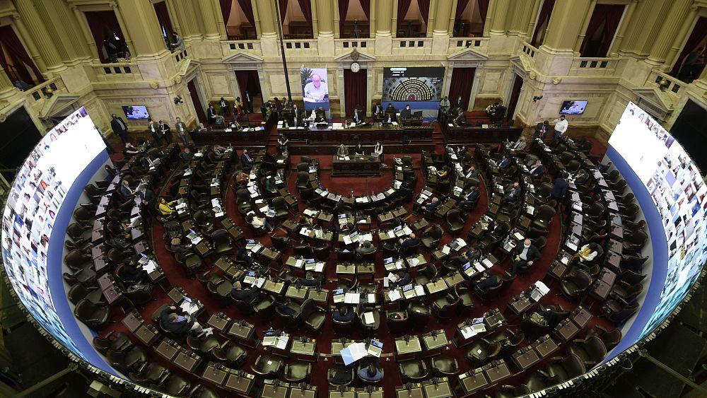 Arjantin Covid-19 yardım fonları için milyonerlere ek vergi koydu
