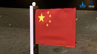Kínai zászló a Holdon