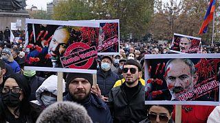Massendemo in Eriwan: Nikol Paschinjan stand auch an diesem Samstag im Kreuzfeuer der Oppositionskritik.