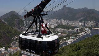 Papá Noel hace su aparición en Río de Janeiro, Brasil, para dar inicio al mes de la Navidad. (Foto de archivo, 2012)