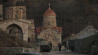Rezo conjunto en un disputado monasterio de Nagorno-Karabaj