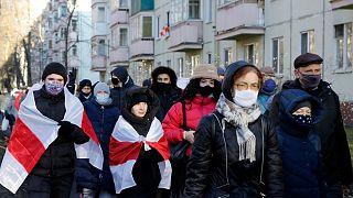 Belarus'un başkenti Minsk'te binlerce kişi, Devlet Başkanı Aleksander Lukaşenko'nun istifası talebiyle gösteri düzenledi, en az 300 eylemci gözaltına alındı