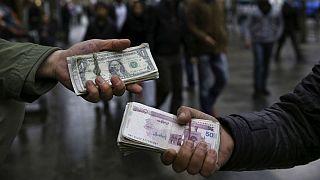 دستفروشی دلار در بازار تهران