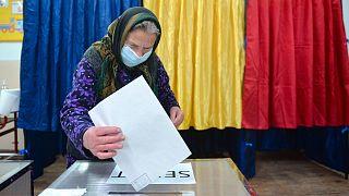 Экзитполы указывают на равновесие на выборах в Румынии