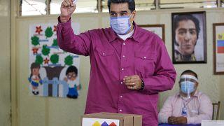 Nicolás Maduro vota en las elecciones legislativas del 6 de diciembre