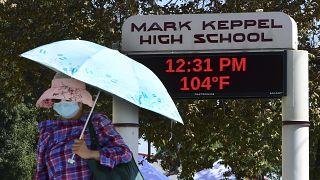 درجة الحرارة ترتفع إلى 104 فهرنهايت (40 درجة مئوية) في مونتيري بارك بكاليفورنيا.
