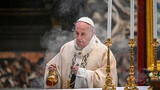 البابا فرنسيس أثناء احتفاله بالقداس بمناسبة عيد المسيح الملك في كتدرائية القديس بطرس بالفاتيكان.