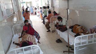 Des patients dans un hôpital gouvernemental du district d'Eluru, dans l'État d'Andhra Pradesh, en Inde, le dimanche 6 décembre 2020.