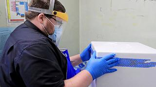 Covid-19 : les premières doses de vaccin arrivent au Royaume-Uni