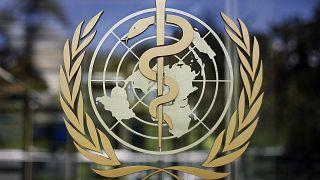 شعار منظمة الصحة العالمية على مقر المؤسسة الأممية في مدينة جنبف السويسرية. 2009/06/11