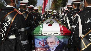 Tahran yakınlarında suikasta kurban giden nükleer bilimci Muhsin Fahrizade'nin cenaze töreni