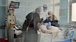 Koronavirüs tedavisi devam eden bir hasta