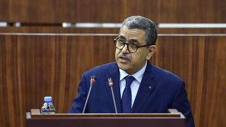عبد العزيز جراد، رئيس الوزراء الجزائري يلقي كلمة أمام أعضاء البرلمان خلال جلسة تصويت على الإصلاحات القانونية في العاصمة الجزائر.