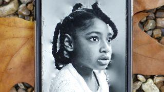 إيلا، ابنة روزاموند أدو كيسي ديبرا.
