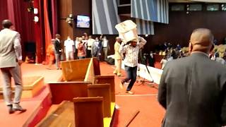 Parliament brawl in DRC as political crisis deepens