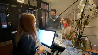 Hoteles sin turistas que se llenan con clientes locales en Madrid