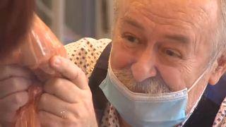 Η «πτέρυγα της αγάπης» ενώνει οικογένειες σε νοσοκομείο της Βουδαπέστης