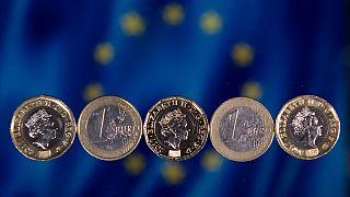 جنيه استرليني  وعملة اليورو