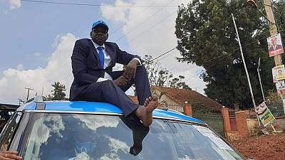 Ugandan presidential candidate campaigns without shoes