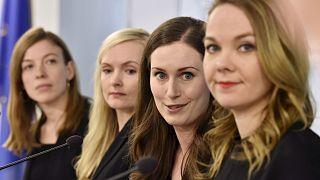 (De gauche à droite) Le ministre de l'Éducation Mme Andersson, la ministre de l'Intérieur Mme Ohisalo, la Première ministre Mme Marin et la ministre des Finances Mme Kulmuni