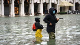 Acqua alta in piazza San Marco a Venezia