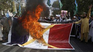 Muslime protestieren gegen Frankreich