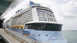 Covid-19 vakası tespit edilen Quantum of the Seas gemisi Singapur Limanı'na demirledi