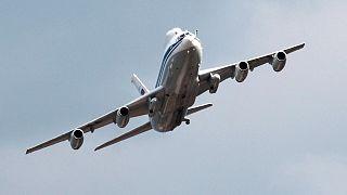 الطائرة الروسية إي إل-80
