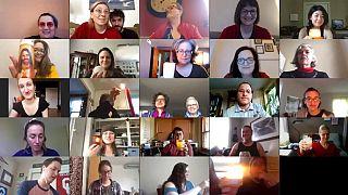 Mitglieder eines Chores bei der virtuellen Probe