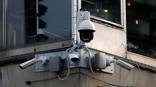 فناوریهای نظارتی و حقوق بشر