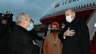 استقبال الرئيس التركي وزوجته في مطار باكو