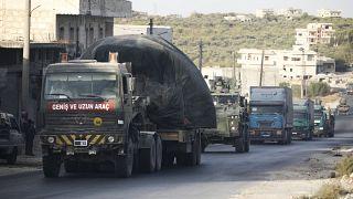 شاحنات عسكرية تركية في قرية أورم الجوز في محافظة إدلب-سوريا