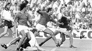 Paolo Rossi im Finale der WM 1982. Gegen Deutschland duellierte er sich oft mit Abwehrrecke Hans-Peter Briegel