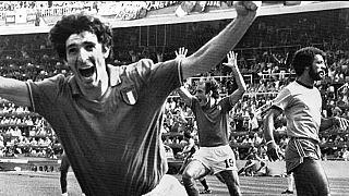 Paolo Rossi festeggia, dopo aver segnato il gol per l'Italia contro il Brasile, ai Mondiali di Spagna 1982
