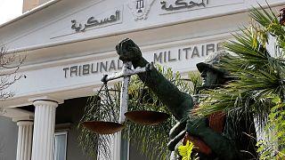 تمثال لجندي يحمل الميزان، رمزا للعدالة، من خارج المحكمة العسكرية في بيروت، لبنان