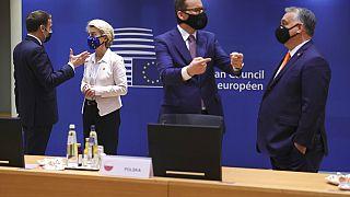 Macron, von der Leyen, Morawiecki és Orbán az EU-csúcson