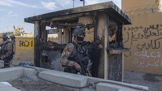 جندي أميركي أمام مقر السفارة الأميركية في بغداد