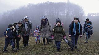 Bosna Hersek'ten Hırvatistan'a geçmeye çalışan Afganlar