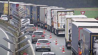 Brexit:Ουρές φορτηγών στο Καλαί