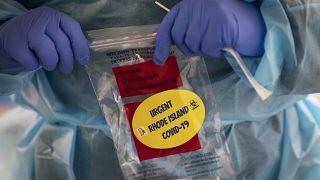 Prosegue tutto liscio per il vaccino Pfizer-BioNTech. Brusca frenata per quello di Sanofi