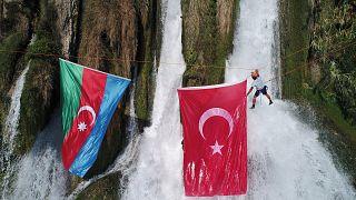 Türkiye-Azerbaycan arasında kimlik kartıyla seyahat edilebilecek
