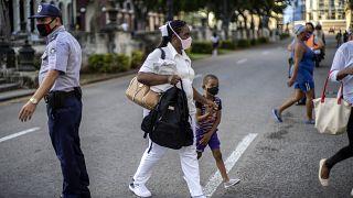 La falta de divisas ha agudizado la crisis económica en Cuba